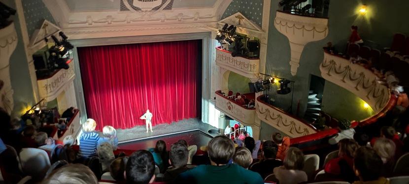 "Landestheater Detmold: ""Hans imGlück"""